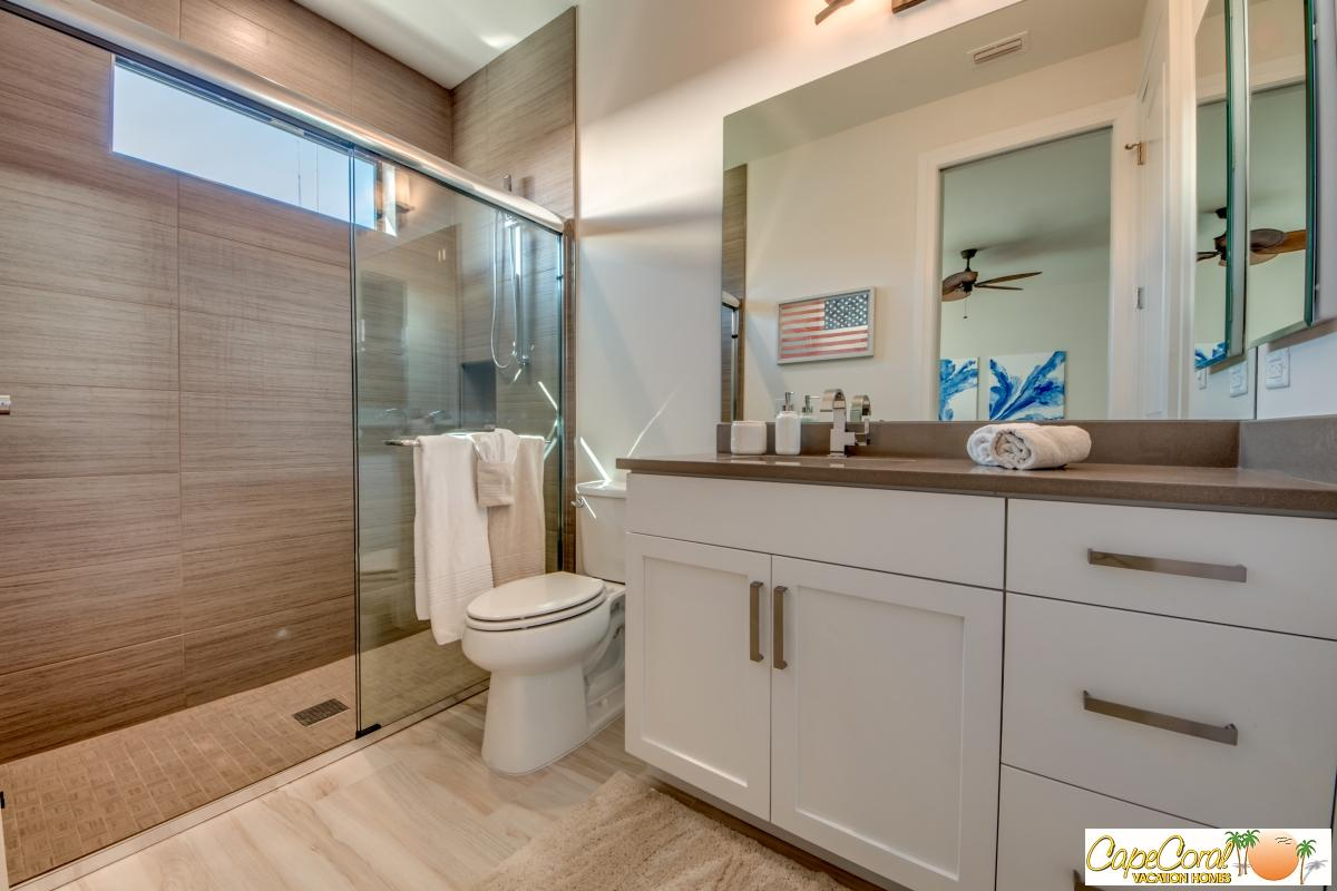 44-Guest Suite Bathroom