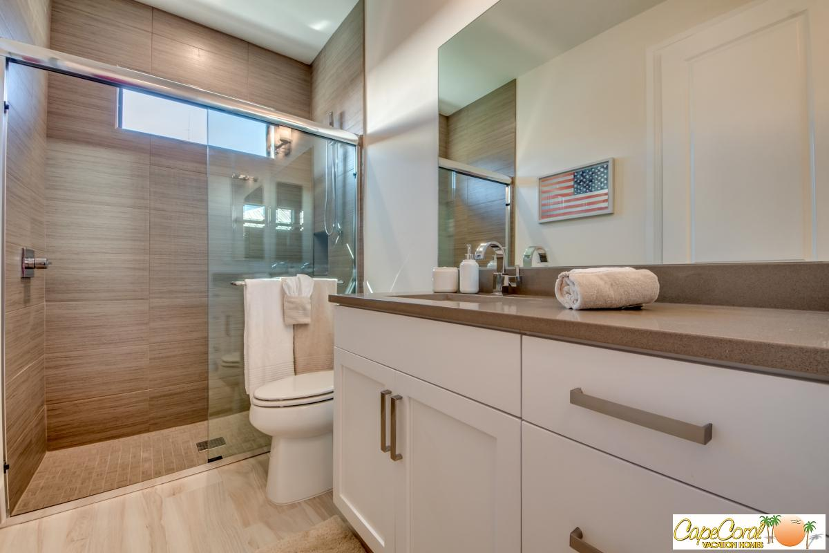 45-Guest Suite Bathroom